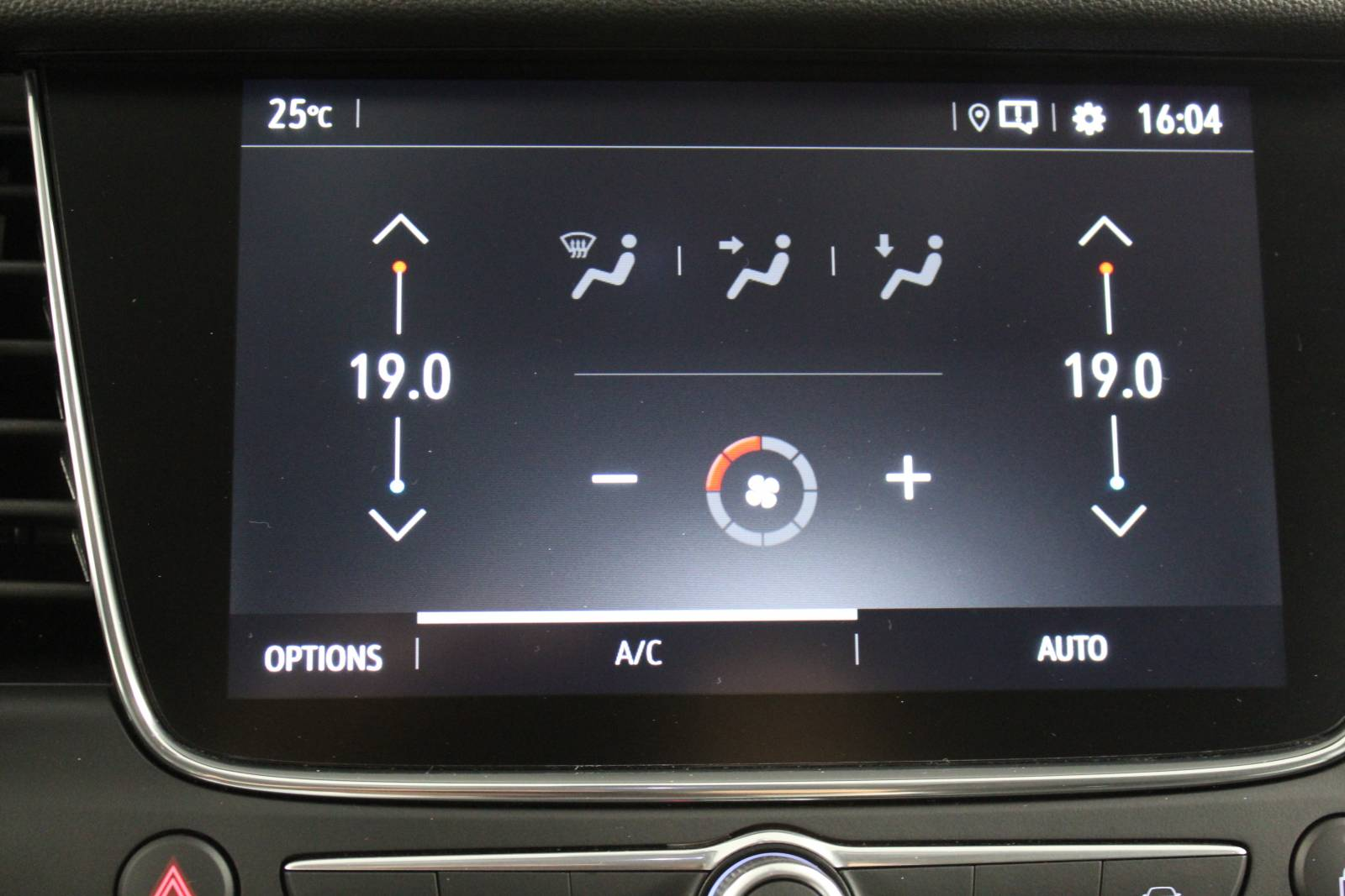 OPEL Grandland X Hybrid4 300 ch AWD BVA8 - véhicule d'occasion - Site Internet Faurie - Opel - Faurie Motor Charente Angouleme - 16160 - Gond-Pontouvre - 25