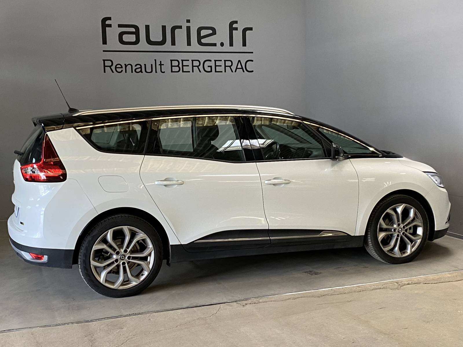 RENAULT Grand Scénic dCi 110 Energy EDC - véhicule d'occasion - Site Internet Faurie - Renault - Faurie Auto Bergerac - 24100 - Bergerac - 4