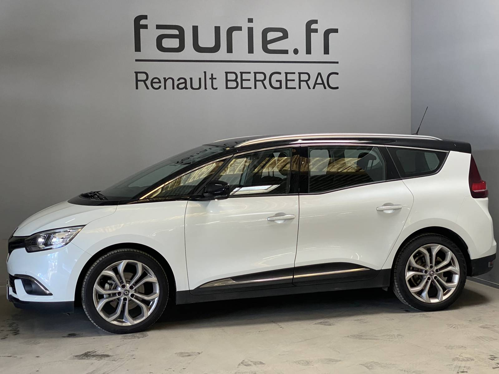 RENAULT Grand Scénic dCi 110 Energy EDC - véhicule d'occasion - Site Internet Faurie - Renault - Faurie Auto Bergerac - 24100 - Bergerac - 9