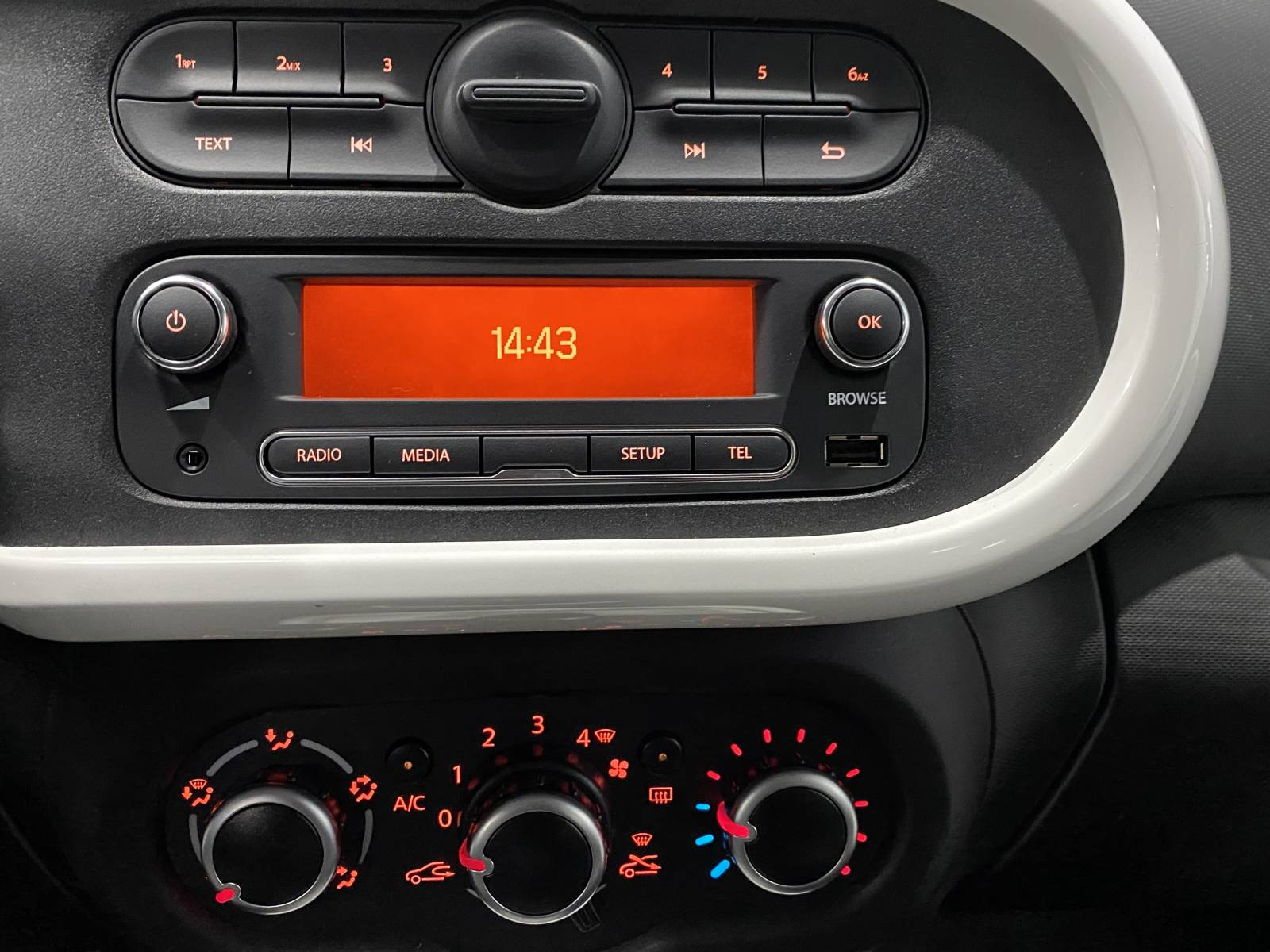 RENAULT Twingo III 0.9 TCe 90 Energy E6C - véhicule d'occasion - Site Internet Faurie - Renault - Faurie Auto Limoges - 87000 - Limoges - 2